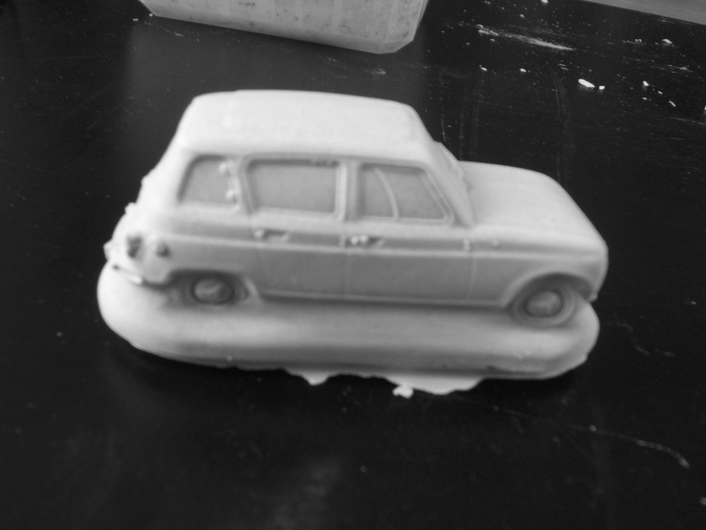 Voiture en plâtre Macoto - Renault 4 en plâtre vue de profil