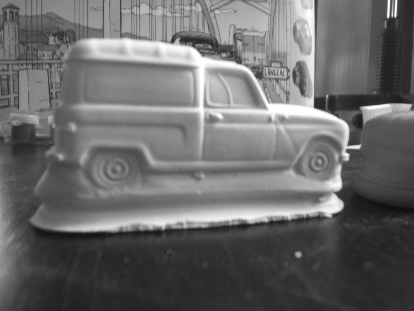 Voiture en plâtre Macoto - Renault 4 F4 en plâtre vue de profil